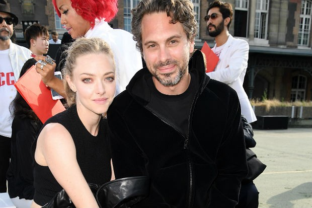 Amanda-Seyfried-Thomas-Sadoski