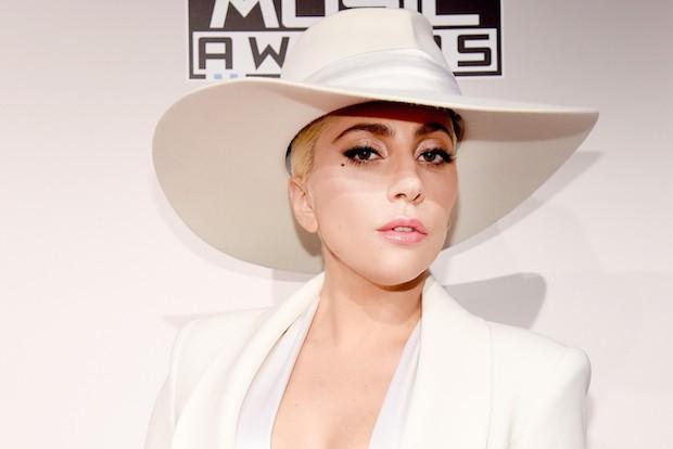 Lady-Gaga-Million-Reasons-AMAs-Fans