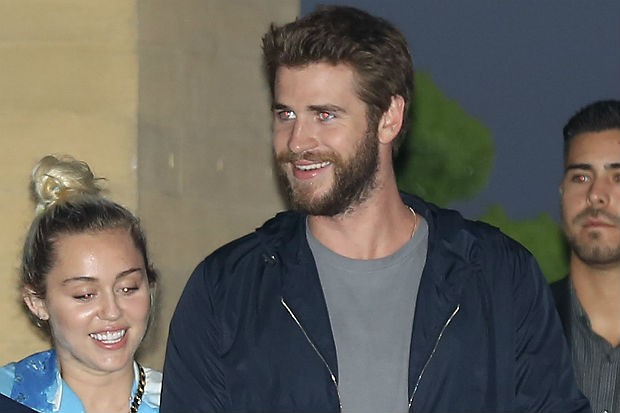 Update on Liam Hemsworth and Miley Cyrus' Wedding Plans ...