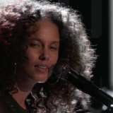 Alicia Key Performs 'Holy War' on 'The Voice'