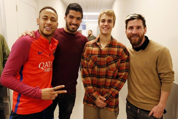 Justin Bieber Practices with FC Barcelona