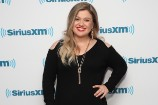Kelly Clarkson Doesn't Care if You Don't Like Her Post-Baby Body