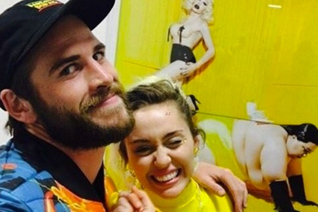 miley-cyrus-liam-hemsworth-110716