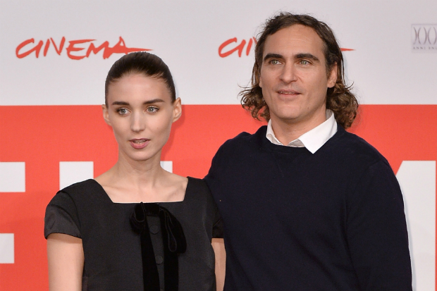 rooney mara joaquin phoenix dating her red carpet