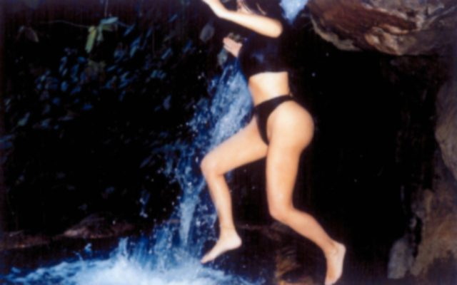 kim-kardashian-sexy-waterfall-pictures-21017-3