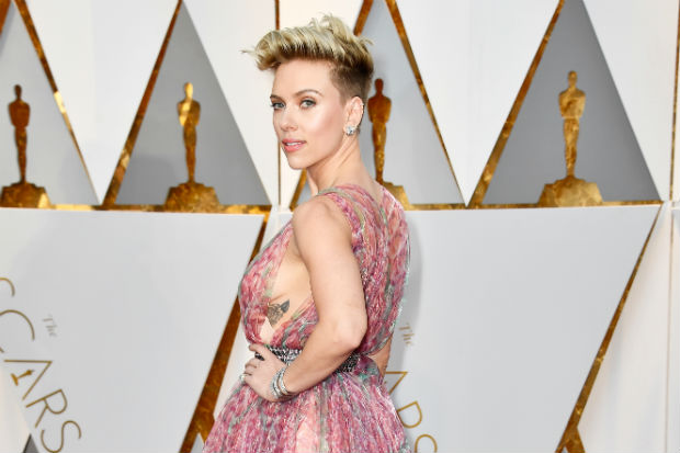 Johansson side boob