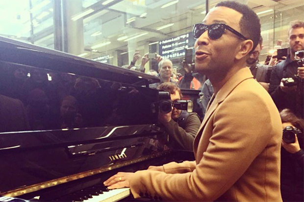 john-legend-piano-london-32918