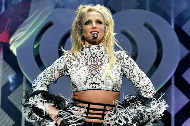 britney spears concert performance show