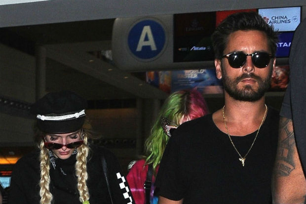 bella thorne scott disick airport