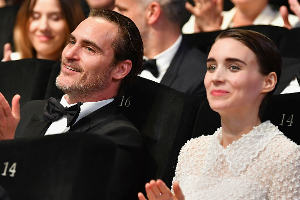 joaquin phoenix and dating Explore the life and work of actor joaquin phoenix, whose roles include the evil commodus in gladiator , johnny cash in walk the line and freddie quell in the master, at biographycom.