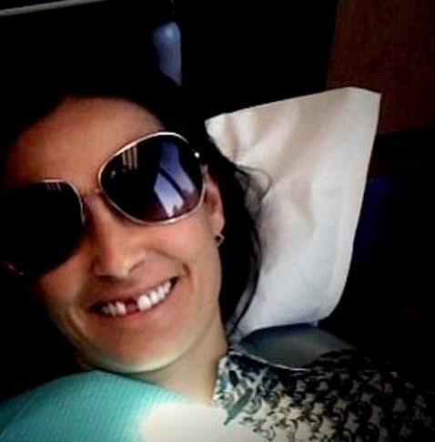 Demi Moore missing tooth dentist
