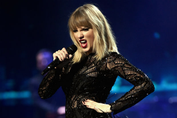 taylor swift perform concert live show