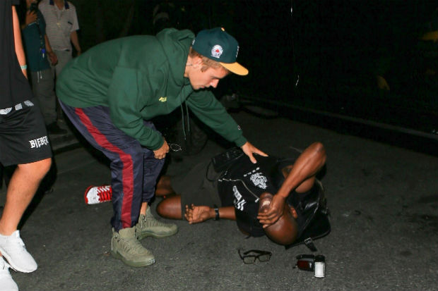 justin bieber attending to hurt man