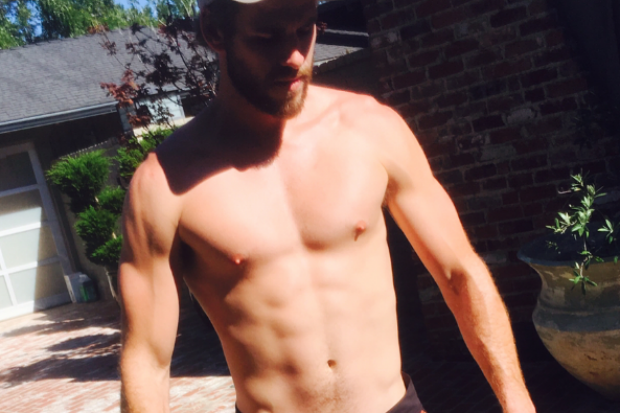 liam hemsworth shirtless abs