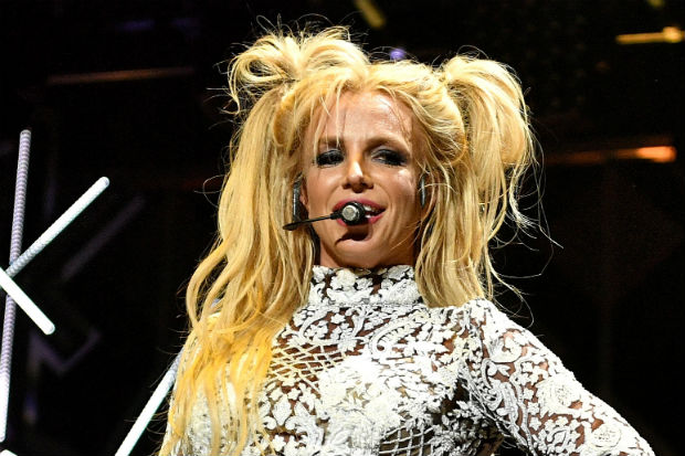 britney spears perform pigtails