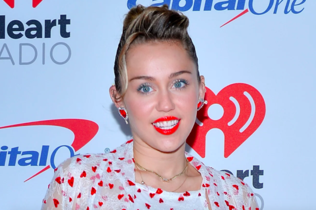 Miley Cyrus Calls Out Peeper From the Stage