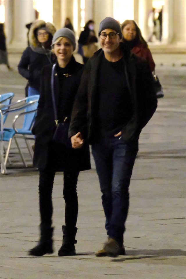 Anna Faris Michael Barrett hold hands boyfriend venice italy