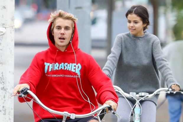 Selena Gomez Justin Bieber bike ride dating back together 2017