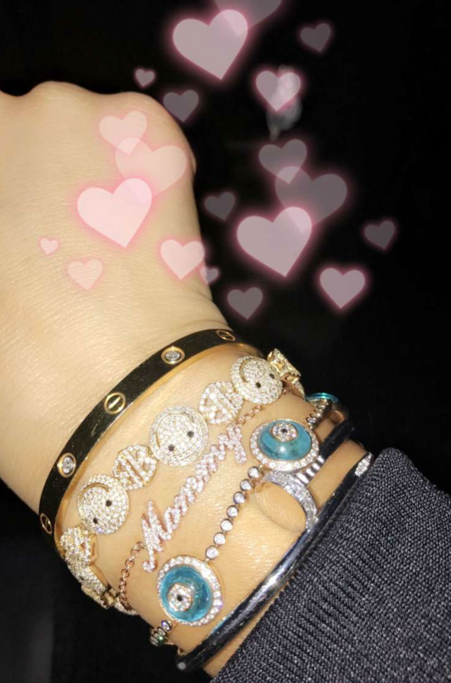 khloe kardashian mommy diamond bracelet