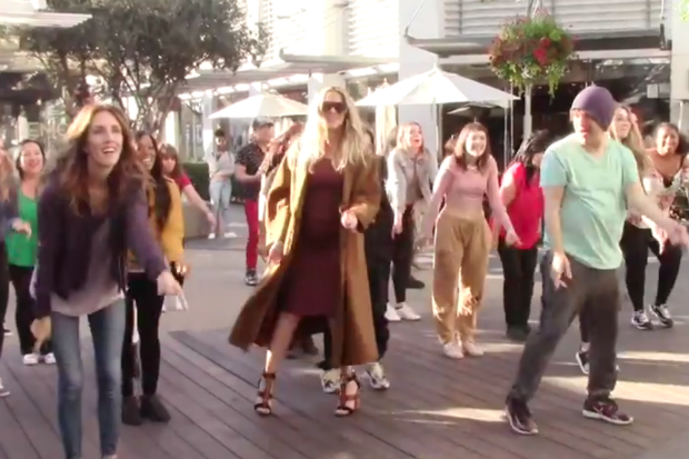 khloe kardashian flash mob