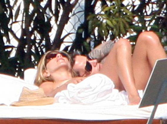 John Mayer and Jennifer Aniston Swap Spit, Secrets in Miami-photo
