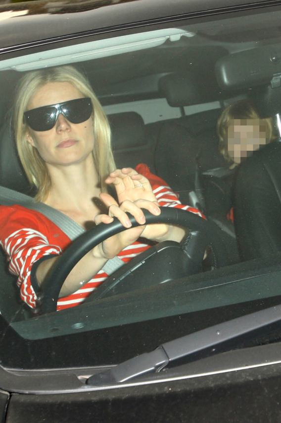 Gwyneth Paltrow Brings Her Son to the Hospital!