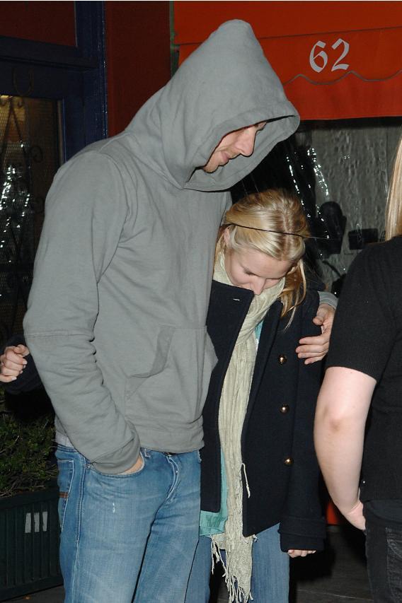 Dax Shepard and Kristen Bell Play Paparazzi Peekaboo