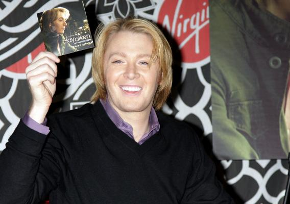 Clay Aiken Gets a Lady Pregnant