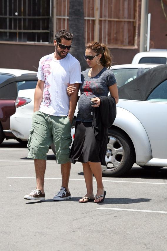 Jessica Alba Delivers Baby Girl!