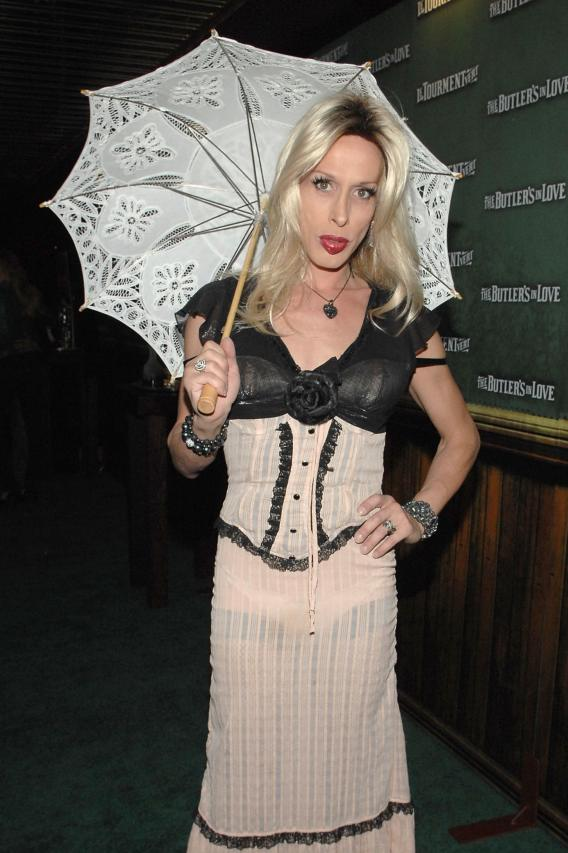 Alexis Arquette Drags Attention From Bro's Big Moment