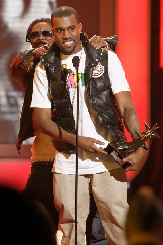 "BET Award Photos: Kanye Acknowledges His ""Pain"""