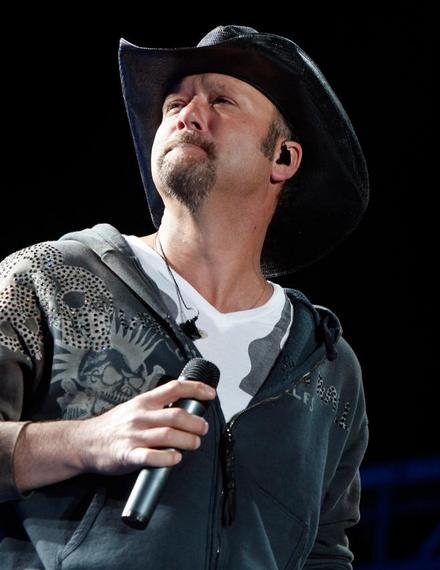 Video: Tim McGraw Tosses Out Trouble