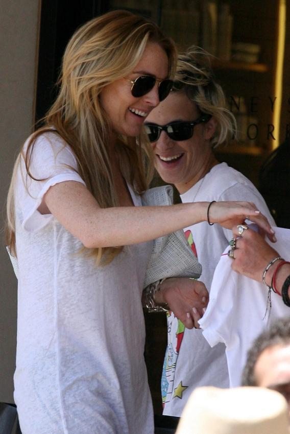 Lindsay Lohan Looks Lovey-Dovey