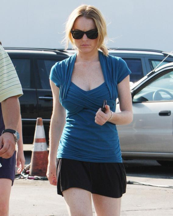 Lindsay Lohan Fake Baby Bump Watch #3