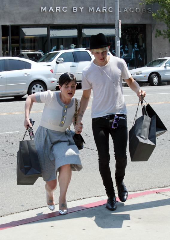 Kelly Osbourne Sucks at Walking