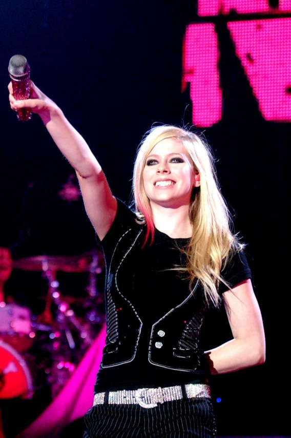Avril Lavigne to Collect $2 Mil From YouTube?
