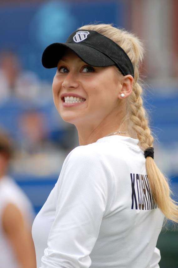 Morning Frills #16: Anna Kournikova Edition