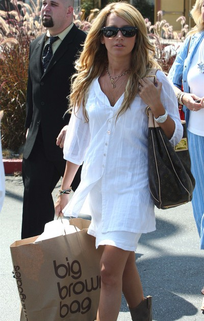 Ashley Tisdale Brown Bags It