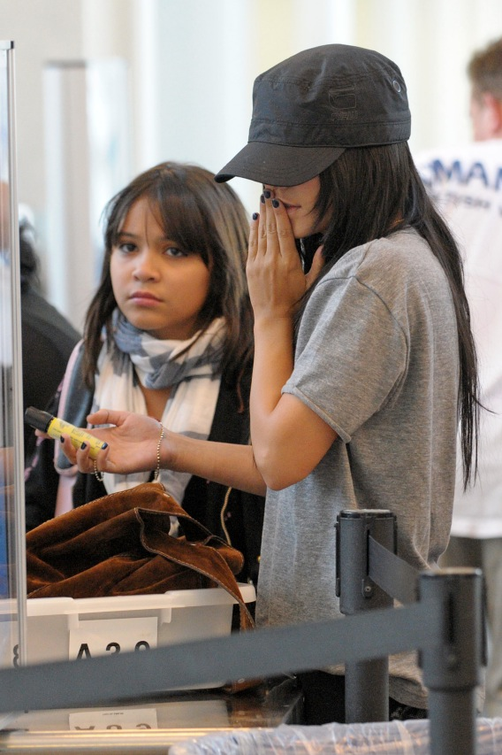 Vanessa Hudgens Doesn't Give Airport Face Time