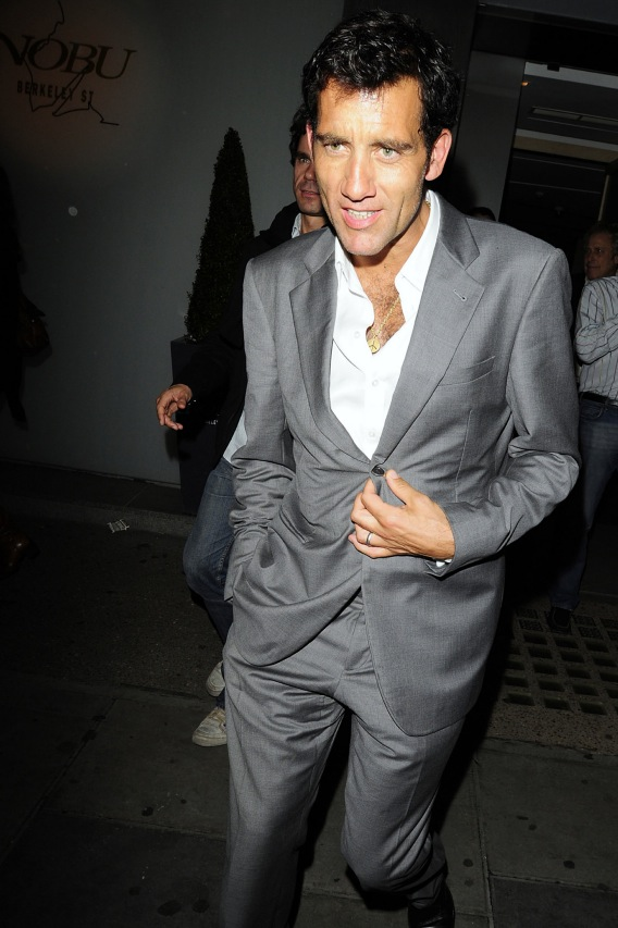 Clive Owen Wears a Suit!