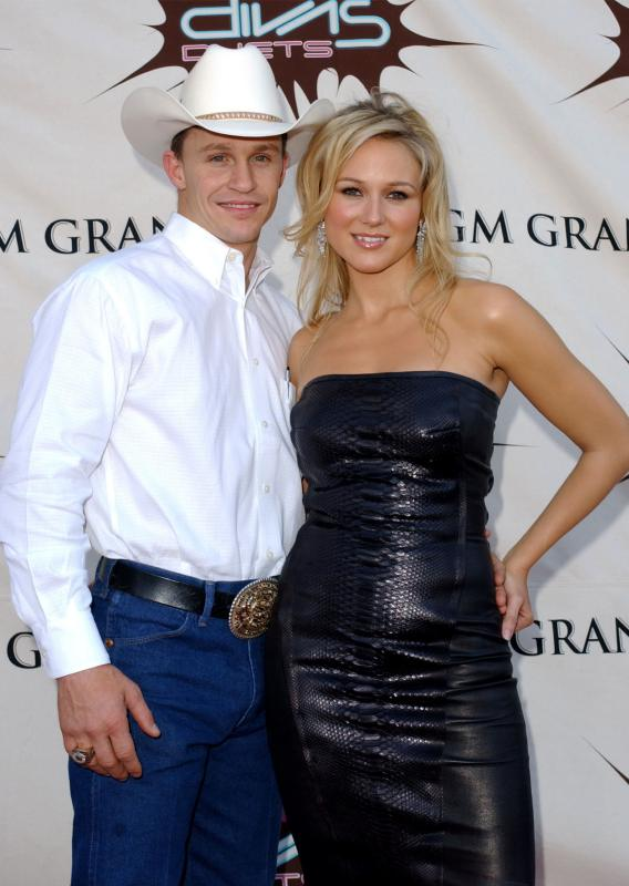 Jewel Gets Married on the Down-Low