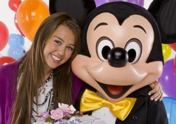 Miley Cyrus: Happy Disney Gay Day