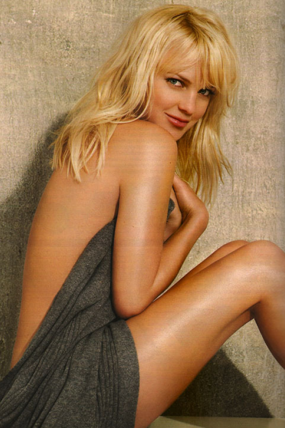 Morning Frills #45: 'Anna Faris Is Serious Hot' Edition