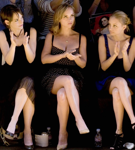 Winona, Christina and Nicole Get Clap-Happy