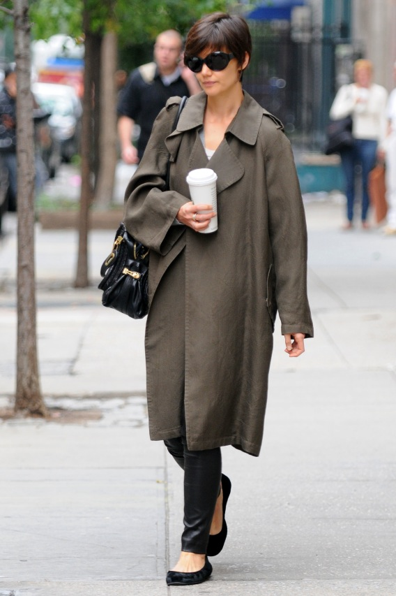 Katie Holmes Looks Hot in Leggings