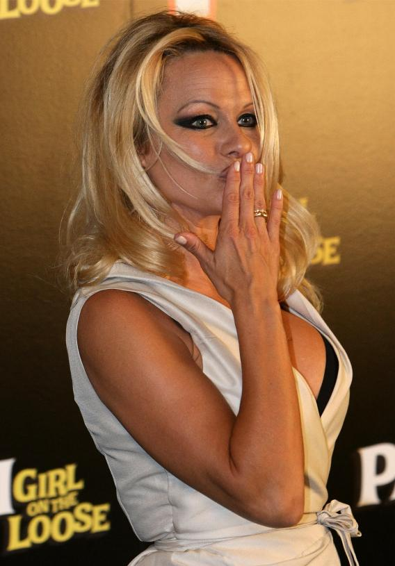 """VIDEO: Pam Anderson to Sarah Palin: """"Suck It!"""""""