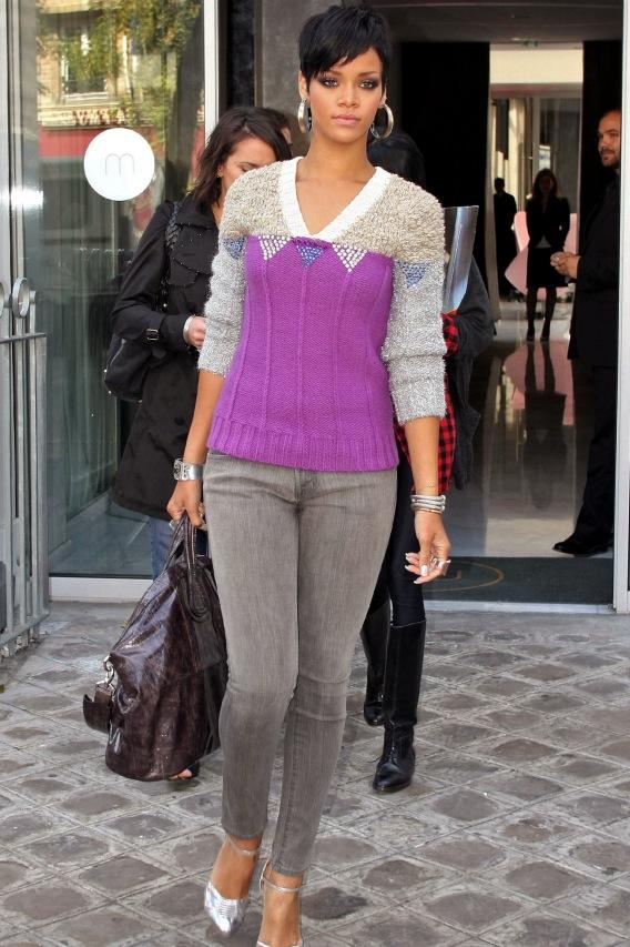Rihanna: No Cash + Shopping = Pregnant?