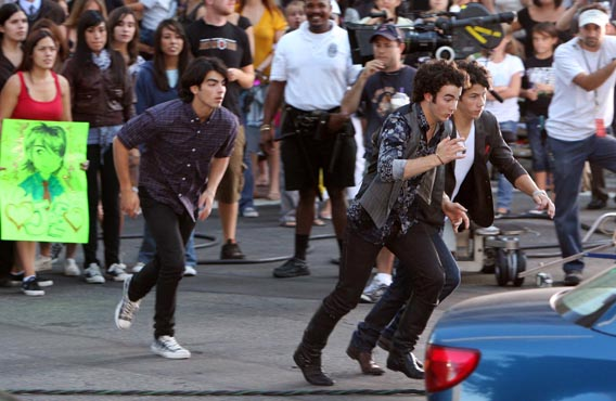 The Jonas Brothers: 3-D Action Heroes