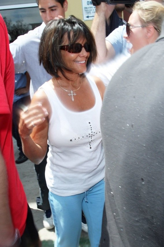 "Morning Buzz: Lynne Spears on Sarah Palin ""Hypocritical Situation"""
