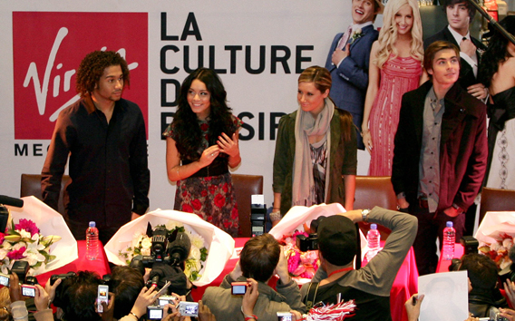 Zac Efron and the 'HSM' Gang Do Paris